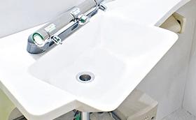 トイレ個室内手洗いシンク「個室で洗いましょう」