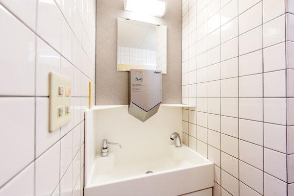 ゑびや様のトイレ空間に最適なオリジナル洗面台